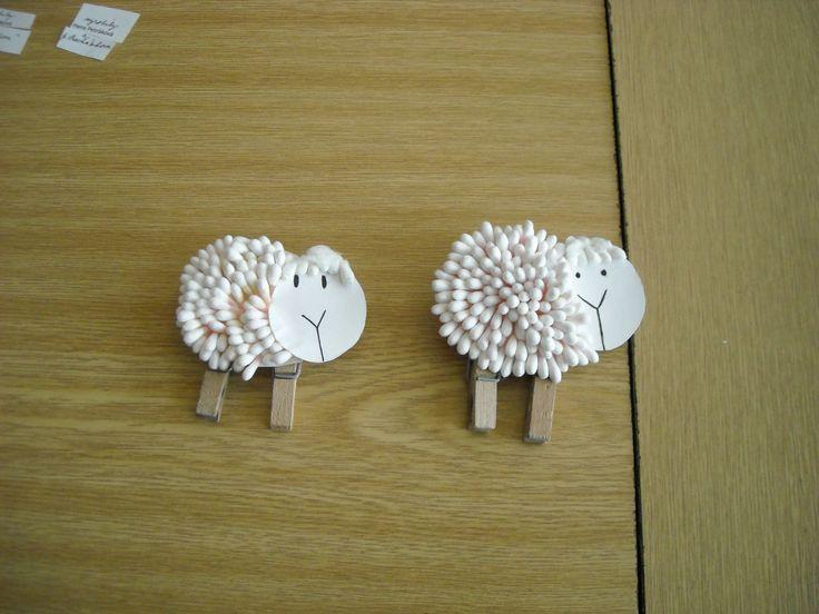 Velikonoční dětská dekorace-vatové tyčinky na tvrdém papíru