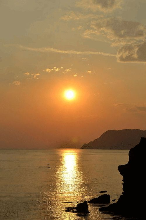SEABREEZE — vulcanicamente62:   Perdersi nella luce dorata al...