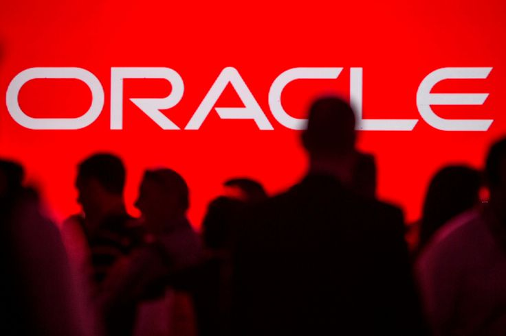 The shift to the cloud threatens database giant Oracle's core business, and it's been slow to adapt.