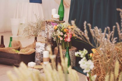 Купить или заказать Декор свадьбы 'Рустик' в интернет-магазине на Ярмарке Мастеров. Декор свадьбы в рустикальном стиле. Оформление президиума, гостевых столов, выездная регистрация, фотозона, план рассадки.Индивидуально создадим оформление для любого праздника.