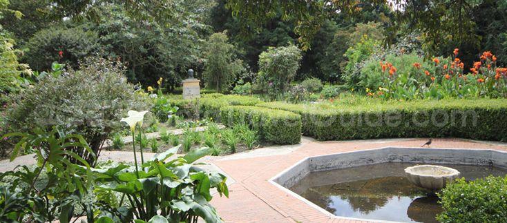 Me gusta jardín botánico. Es en Bogotá, Colombia. Me gustan las flores porque son muy bonitos.