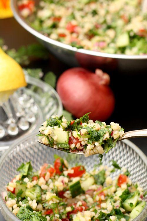 ***  Orientalischer-Salat - Tabouleh  Orientalischer-Salat - Tabouleh  ***  Am Wochenende soll es wieder schön werden. Also bestes Wetter um diesen leichten Salat zu probieren. Nur passt immer schön beim Schneiden der Zutaten auf!  Liebe Grüße  Susi  * Messer, Sparschäler und Gemüsehobel wurden uns von der Firma Kyocera kostenlos für einen Produkttest zur Verfügung gestellt. Unsere im Beitrag wiedergegebene Meinung wurde davon jedoch nicht berührt.  PrintFriendly and PDFDruck...
