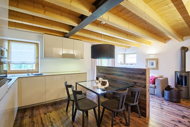 salle manger rustique moderne solives sol bois 55 esszimmer ideen fur eine stylische und moderne gestaltung