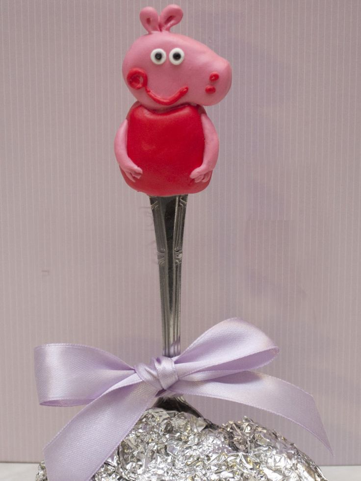 Ложка детская со свинкой пеппой из полимерной глины на конце