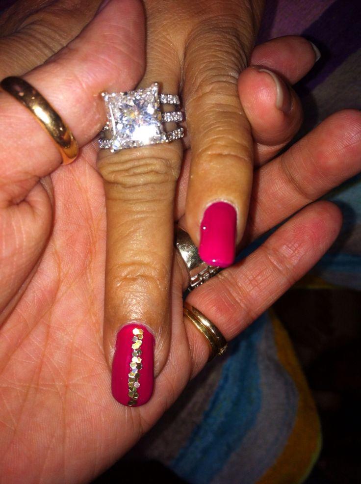 Gold glitter strip nail art