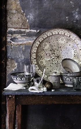Lovely vignette - love the walls,  and the dish display...