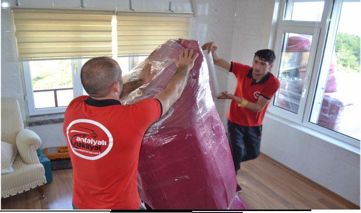 Antalya Evden Eve nakliyat sektöründe büyük gelişmeler yaşanmaktadır. Özellikle evden eve nakliye hizmetlerine olan talebin artması nedeniyle birçok firma evden eve nakliye hizmeti sunmaya başlamıştır. Ancak evden eve nakliye hizmeti satın alırken