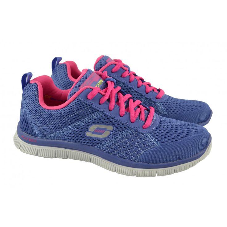 <p>Zapatillas deportivas con cordones en materiales de mesh ligero azul y plantillas interiores dotadas de sistema memory foam y suelas de resalyte ligero de la marca americana SKECHERS.</p>