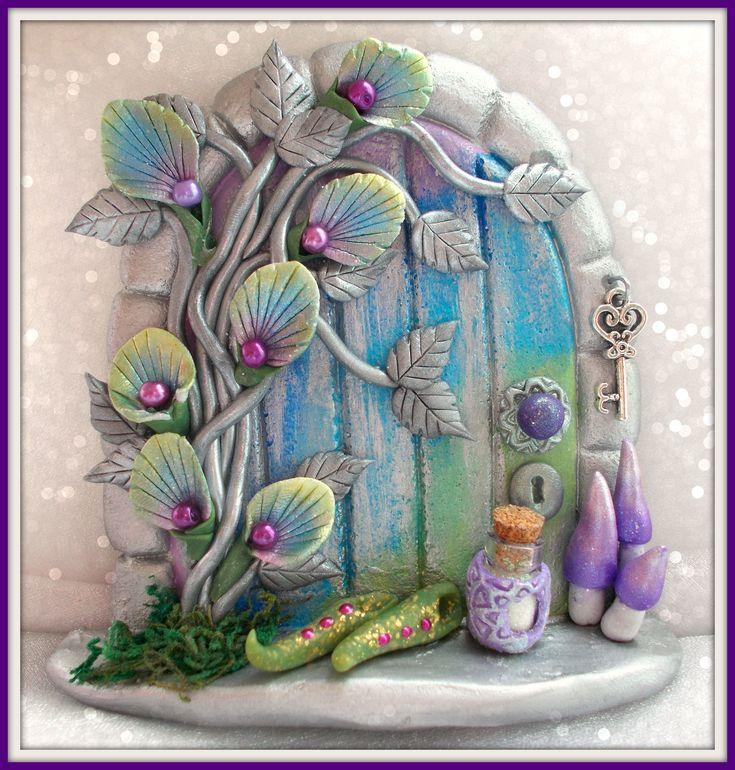 Fairy Door www.etsty.com/shop/charmedfairydoors