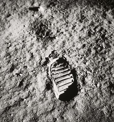 Nasa Apollo 11: First footprint on the Moon, Neil Armstrong by Edwin Aldrin (July 20,1969) _