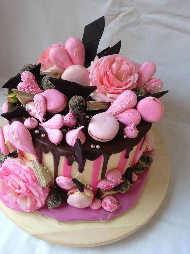 Macrons rose cake