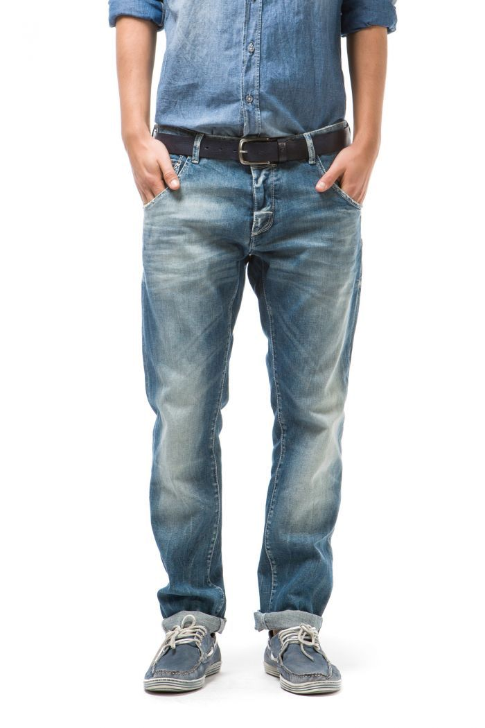 Raven Loose on the hips, drop crotch, patch construction, and tapered legs, for a model with distinctive very deep pocket edging, tailor style waist and 'V' cut on the back with decorative braces buttons. Cut and stitched logo on the pocket.