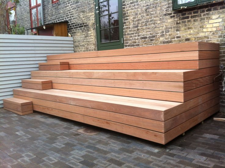 His is my favorite way to incorporate steps into the bench idea.