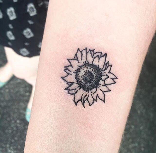 My new Sunflower Tattoo  Done by @missmeggybee at Alchemy Studio