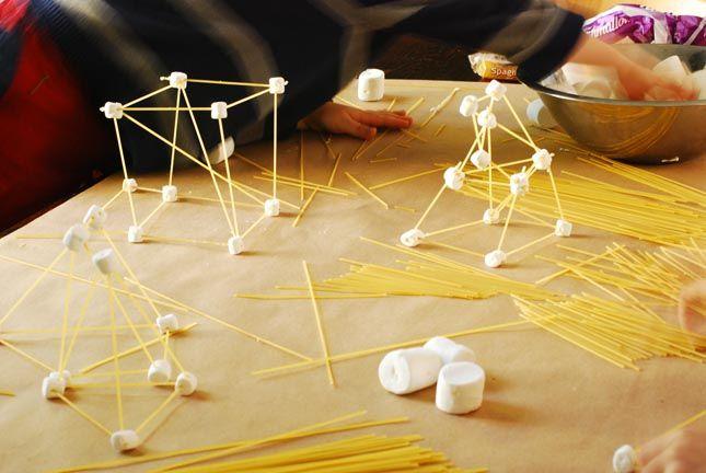 Bouwen met spaghetti en marsmallows - zie de Activitheek van www.doenkids.nl