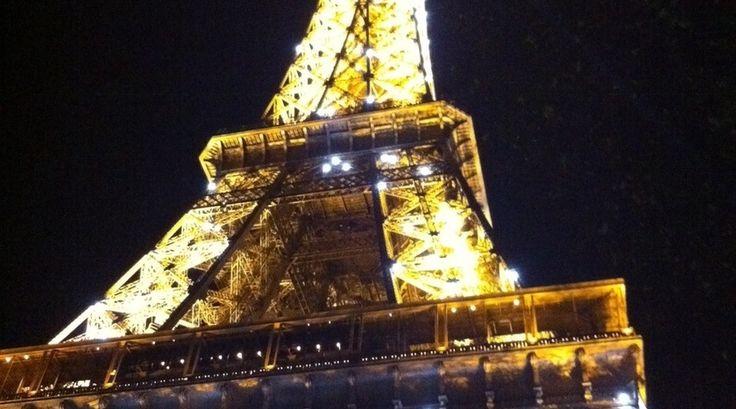De Eiffeltoren in de nacht!