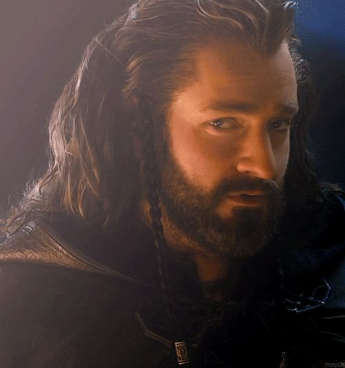 (gif) Thorin .. he knows how to appear at the door!