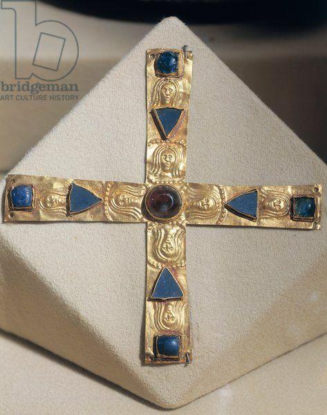 Italy, Cross of the Duke Gisulfo, gold. 7th Century A.D., Lombard art Artwork-location: Cividale Del Friuli, Museo Archeologico Nazionale