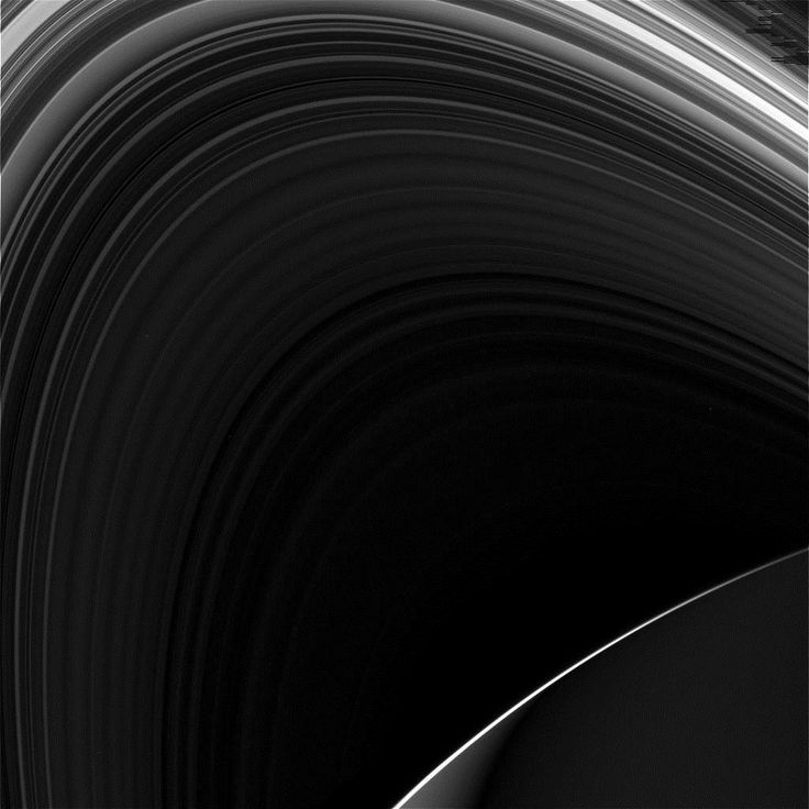 """Снимки колец Сатурна от Cassini     JPL опубликовали raw-снимки со второго """"погружения"""" космического аппарата Cassini между Сатурном и его кольцами 2 мая, 2017. На первых пяти снимках, собственно, кольца газового гиганта. Остальная партия снимков со спутниками газового гиганта была сделана за два дня до второго """"нырка"""". Все подписи под фото."""