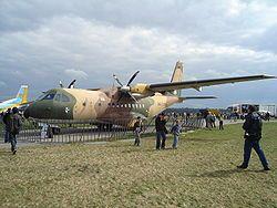 Un CASA CN-235-100M de transporte táctico del Ejército del Aire de España expuesto en el Radom Air Show.