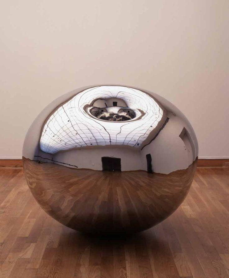 anish kapoor at the edge of the world   Santa Barbara Museum of Art presents Anish Kapoor: Turning the World. Détérioration, deformation, dégénrescence, métamorphose, changer, trouble.