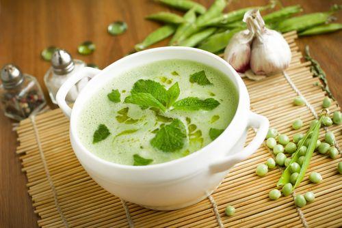 Hrášková polévka se špenátem a mátou