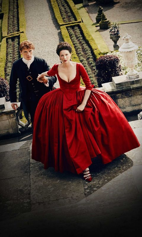 Jamie and Claire in France - Outlander Season 2: A Dragonfly in Amber. Look at her shoes! They're gorgeous...