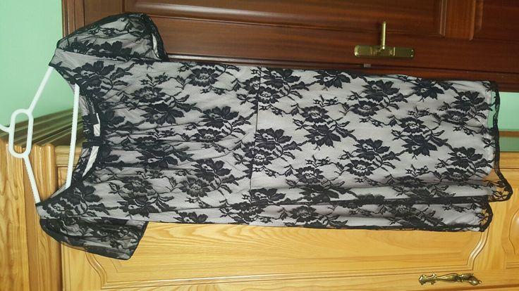 18€ vestido de mango talla L de encaje negro cn fondo beige k hace contraste.Sin estrenar.Sienta muy bièn,d largo hast encima d la rodilla