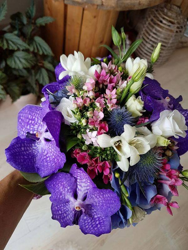 Brautstrauss mit traumhaften Orchideen. Farben: violett, rosa, weiss. Pantone Farbe des Jahres 2018. Design: Flor de Flors Mallorca