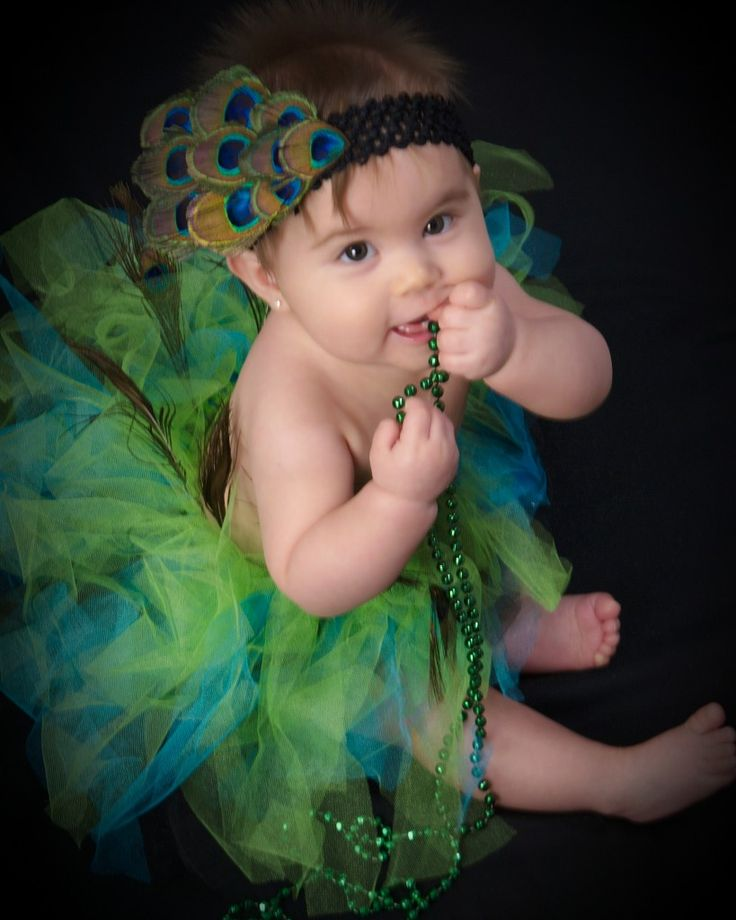 DIY Peacock Tutu. I need to learn how to make this ASAP for my little niece. It would make a cute photo.