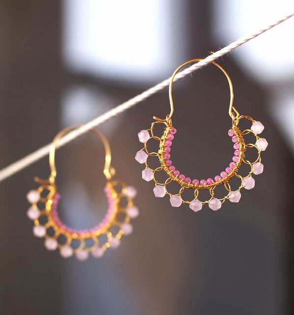 Pendientes de alambre y cuentas // Wire and beads earrings