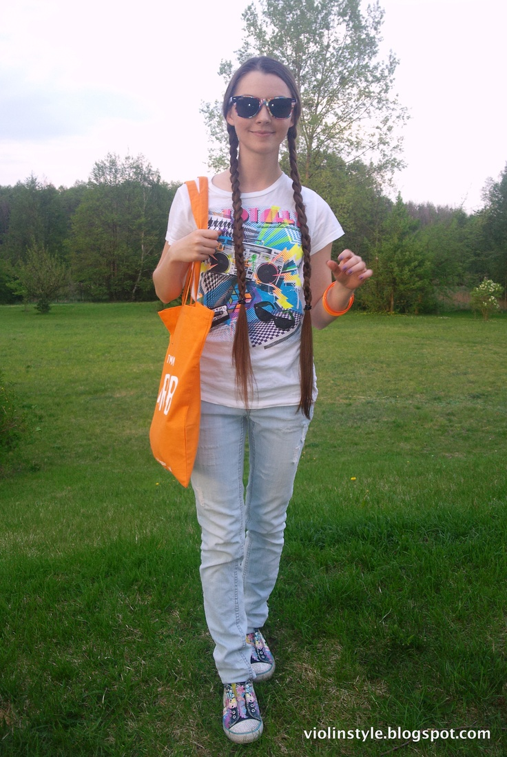 Wayfarer Rare Prints sunglasses, flower power, tangerine bag, ripped jeans