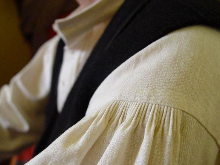 Traditional shirt with smocked shoulder line #ILLANGO #traditional #shirt
