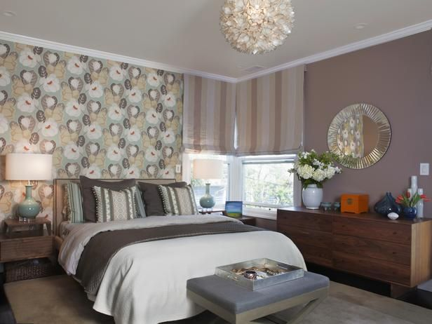4de slaapkamer? Designer's Notes  Modern yet warm and feminine, this space features whimsical floral wallpaper that distracts from the window creeping into ...