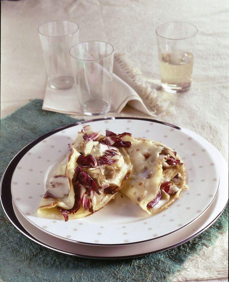 Prova queste crespelle farcite con scamorza, carciofo e radicchio. Un ottimo piatto per le tue cene invernali, perfetto anche se hai ospiti vegetariani.