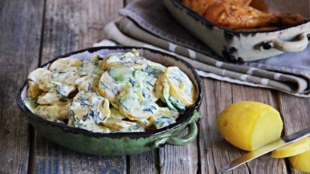 Tento salát je výborný, pokud plánujete grilovačku. Poslouží jako skvělá příloha k propečenému masu, ale hrdě zastoupí i hlavní jídlo! :)