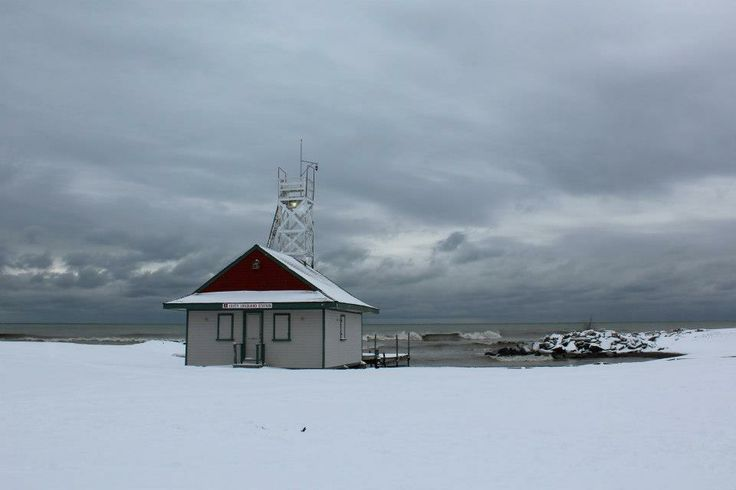 #Lifeguard #Beach #Winter #Snow #Storm #GreySky  #Leuty