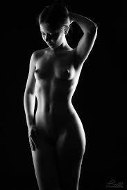 Femmes nues en petites culottes