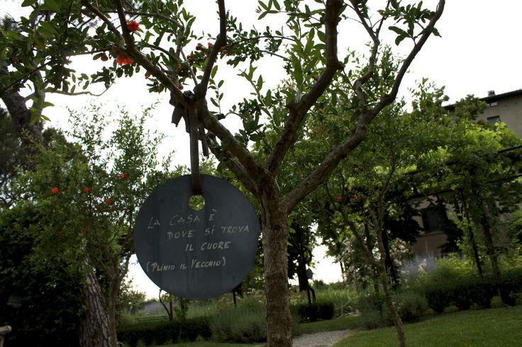"""""""La casa è dove si trova il cuore"""". Orto Giardino di Barbanera, #Spello #Umbria."""