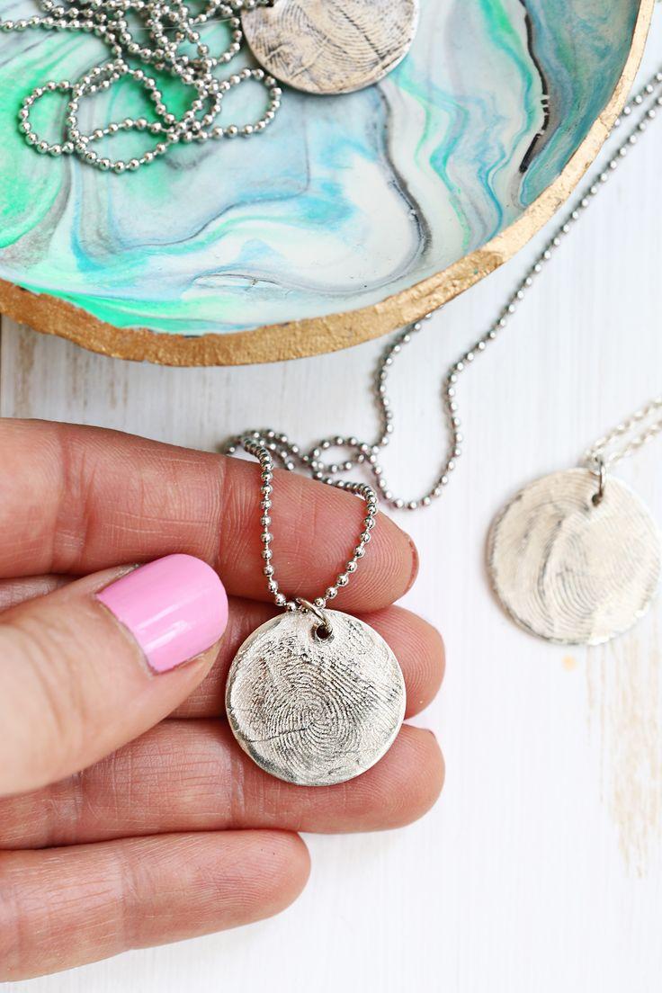 Avoir à faire!  Utilisez la pâte de métal à la maison pour faire un collier pendentif argent d'empreintes digitales pur (cliquer pour tutoriel)