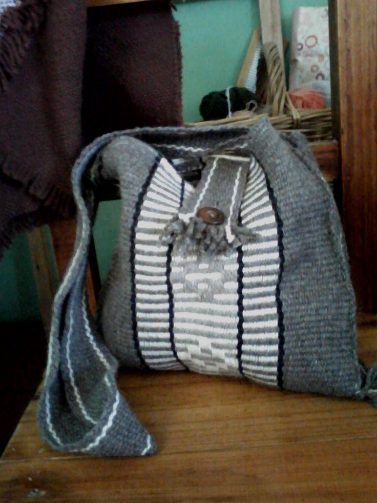con boton de madera, lana rústica      boton de madera      amplio      dibujo aborigen      de hilo                dibujo abor...