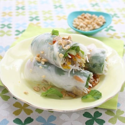 Vegie Smugglers beef and peanut rice paper rolls