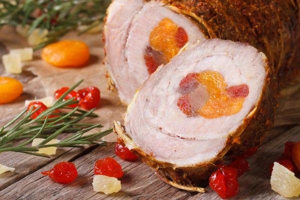 Рулет из свинины с курагой и вишней