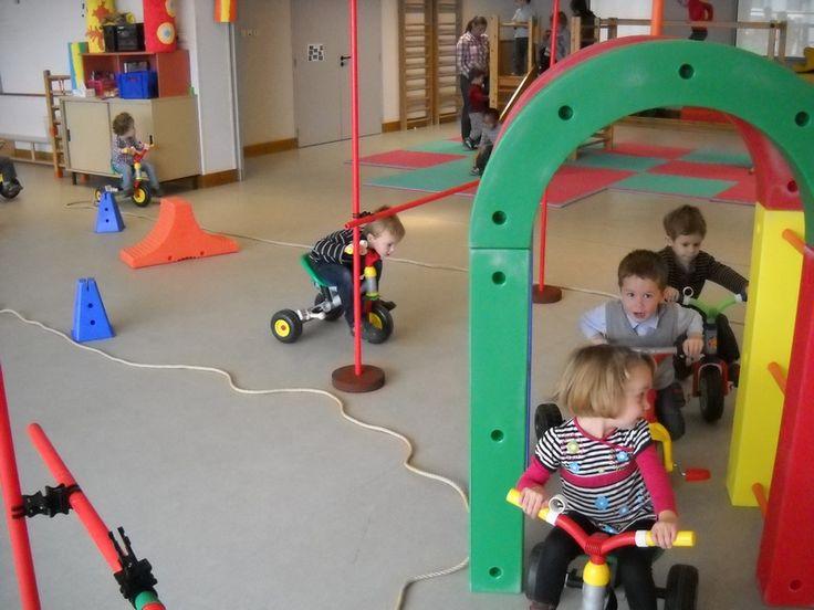 École Maternelle Jeanne Lecourt - Bléré (37) - Vélos et obstacles en PS