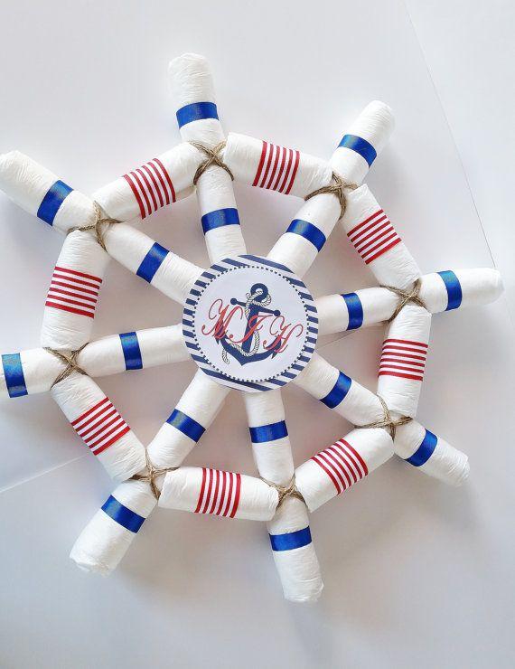 Cette roue de capitaines nautiques en couches est la pièce maîtresse la douche bébé parfait pour un marin ou « Ohé cest un garçon » Baby