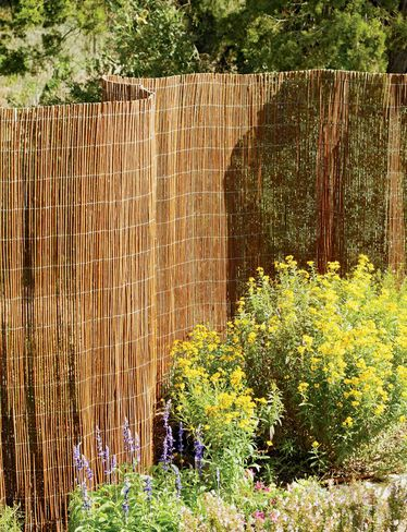 1000 Ideas About Chicken Wire Fence On Pinterest Wire