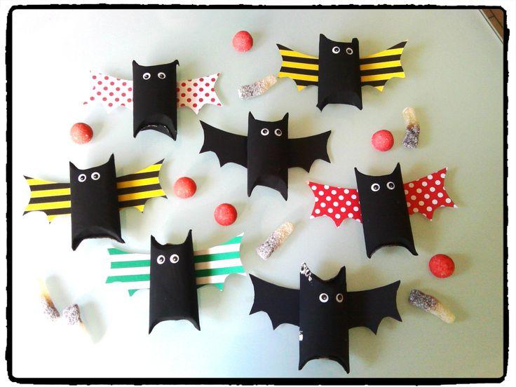 chauves souris sachet bonbons bricolage halloween rouleau de papier toilette bricolages. Black Bedroom Furniture Sets. Home Design Ideas