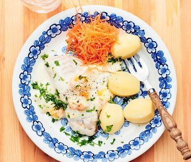 70-talet knackar på dörren och erbjuder denna maträtt bestående av kolja med äggsås som serveras tillsammans med kokt potatis och morötter. En enkel och lättlagad husmansrätt som får smaklökarna att jubla.