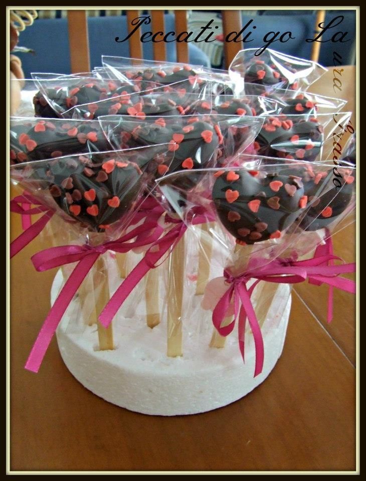 Handmade cake pops hearts for Alice's first birthday -Alice in Wonderland theme