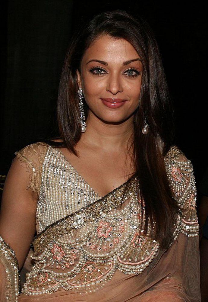 sunny leone boob seeing in sari